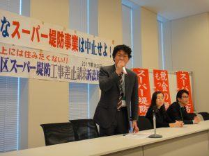 衆議院第2議員会館で裁判報告をする福田健治弁護士と、伊藤真樹子弁護士、杉田敬光弁護士。